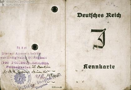 Vorder- und Rckseite einer Kennkarte fr Juden, ausgegeben in Berlin, 1939.