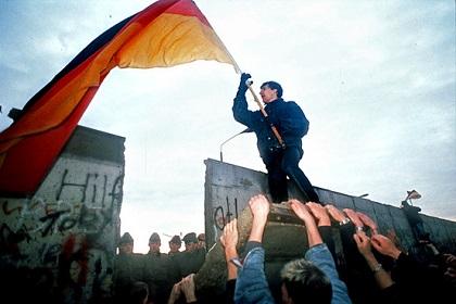 berlin-wall-fall