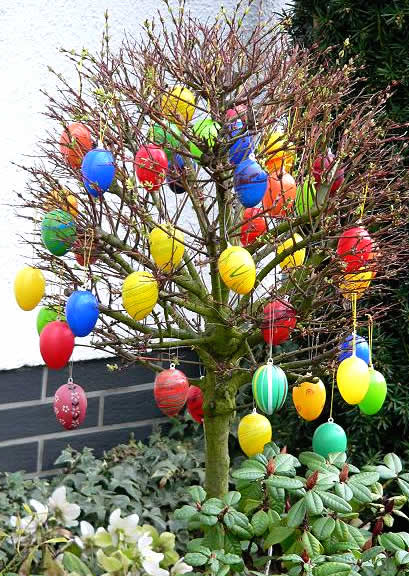 Outside Easter Decorations: Frohe Ostern! German Easter Traditions