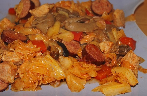 German Sausage with Apples Sauerkraut