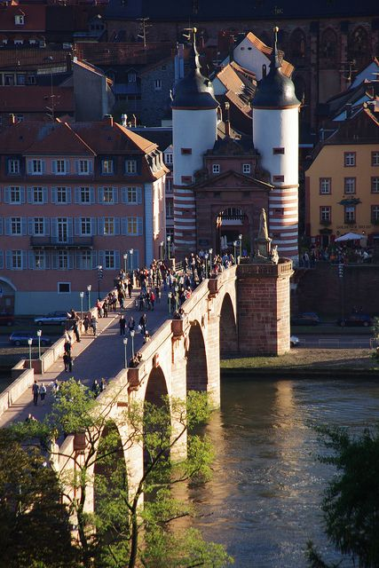 Heidelberg-gate-bridge