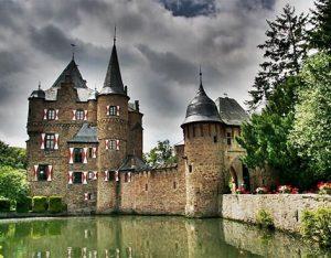 Burg Satzvey – Moated Castle